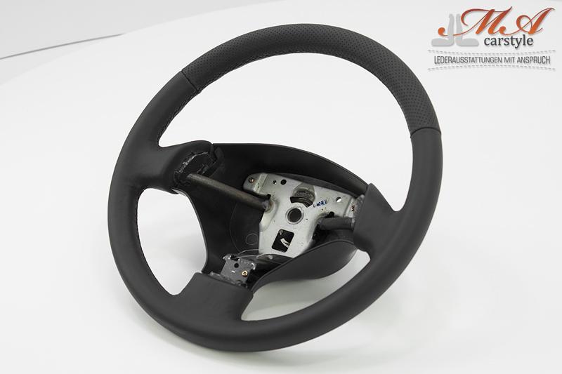Re-upholstering steering wheel with new leather [Honda CRX] Black-Black (Perforiert)-Black